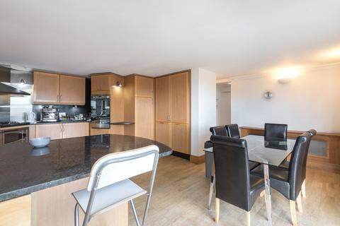 3 bedroom flat to rent - Riviera Court, St. Katharines Way