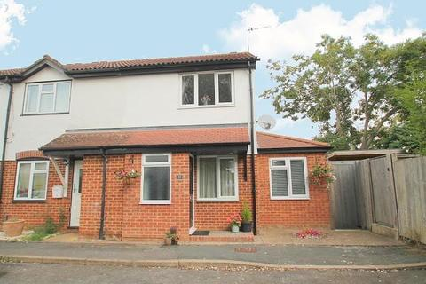 3 bedroom end of terrace house for sale - Willowmead, Staines-Upon-Thames, TW18