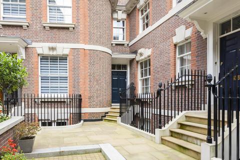 3 bedroom mews to rent - Dukes Mews, Marylebone, London, W1U
