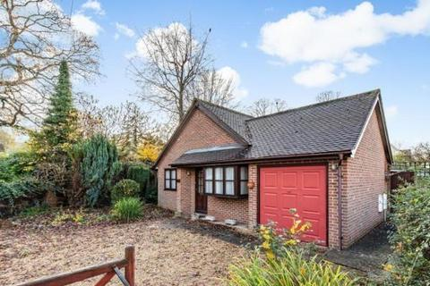 2 bedroom detached bungalow to rent - Henley Avenue,  Iffley,  OX4