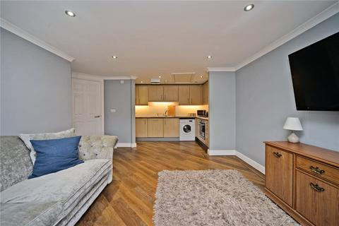 2 bedroom flat to rent - Century House, 98-100 High Street, Banstead, Surrey, SM7