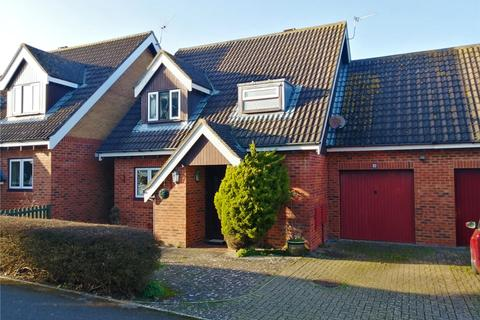 3 bedroom detached house for sale - South Lawns Walk, Barton on Sea, New Milton, Hampshire, BH25
