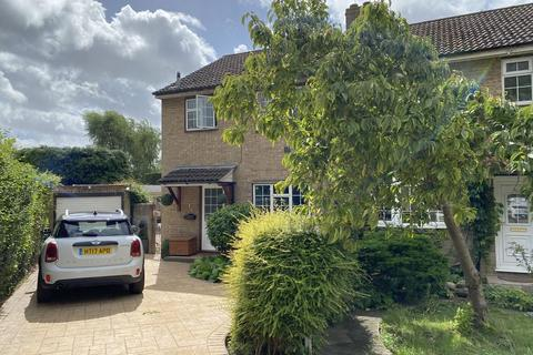 3 bedroom semi-detached house for sale - Berkeley Close, Staines Upon Thames, TW19