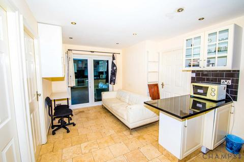 3 bedroom detached house to rent - 5 Remington Road, London, E6 5SW