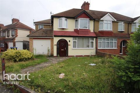Detached house to rent - Goodwood Avenue, EN3