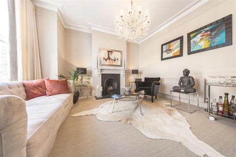 3 bedroom flat to rent - Nevis Road, SW17