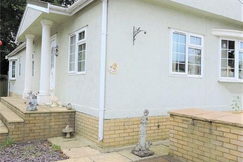 2 bedroom park home for sale - Theobalds Park Road, Enfield, Greater London