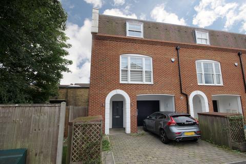 4 bedroom townhouse to rent - Lammas Court, Windsor