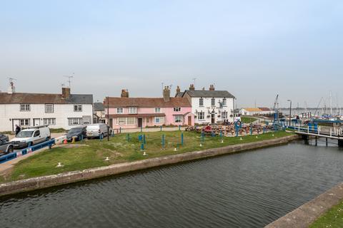 3 bedroom cottage for sale - Heybridge Basin, Maldon