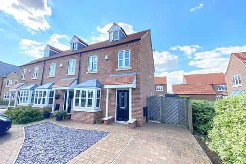 3 bedroom semi-detached house for sale - Priory Close, Nafferton