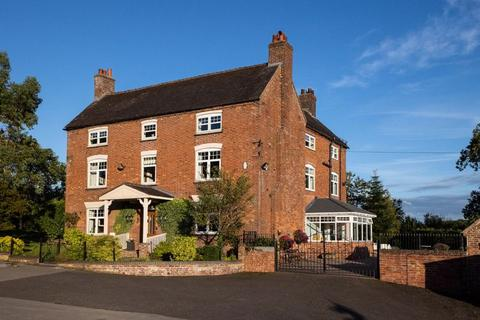6 bedroom character property for sale - Cotwalton, Stone
