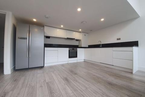 4 bedroom flat to rent - Gatton Road, London