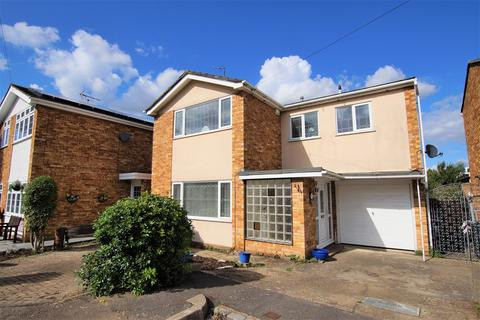 4 bedroom detached house for sale - Tudor Close, Rayleigh, SS6