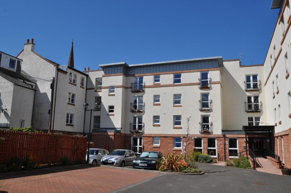2 Bedrooms Apartment Flat for sale in 37 Cumbrae Court, Largs, KA30 8LG