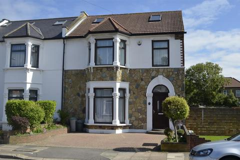 5 bedroom end of terrace house for sale - Douglas Road, Ilford
