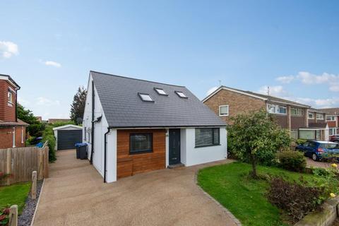 3 bedroom detached house for sale - Bowness Avenue, Sompting, Lancing