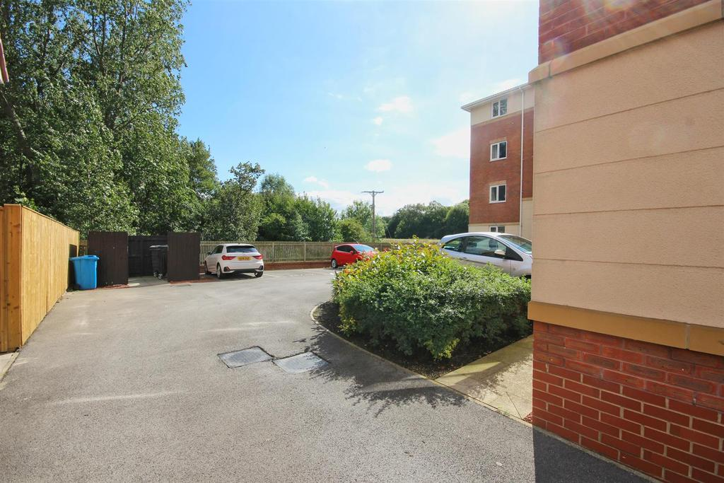 Apartment 4, 34 ladybower way, kingswood (12) lzn.