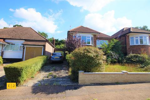 3 bedroom detached bungalow to rent - Dacre Gardens, Chigwell