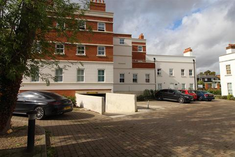 2 bedroom penthouse to rent - Carlton Place, Old Harlow