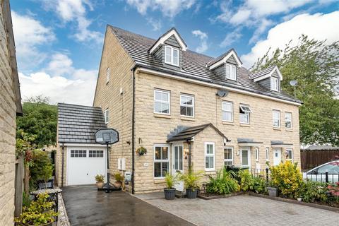 3 bedroom townhouse for sale - Birkhead Close, Kirkburton, Huddersfield