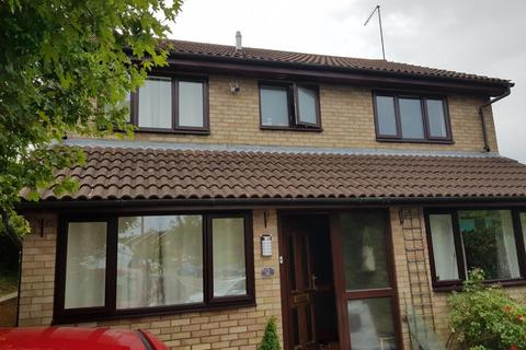 House share to rent - Polzeath Close, Luton
