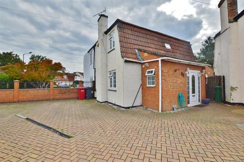 3 bedroom semi-detached house for sale - Elliman Avenue, Slough, Berkshire