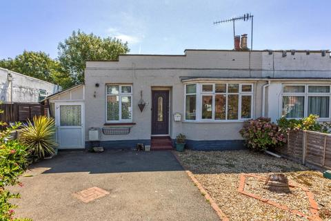 2 bedroom bungalow for sale - Canterbury Road, Worthing