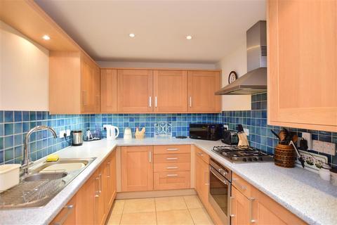 2 bedroom ground floor flat for sale - Kingsgate Avenue, Kingsgate, Broadstairs, Kent