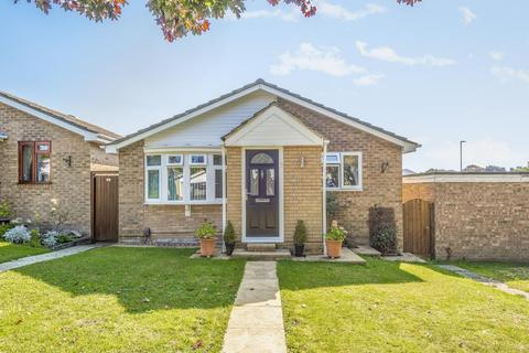 3 bedroom detached bungalow for sale - Carterton,  Oxfordshire,  OX18