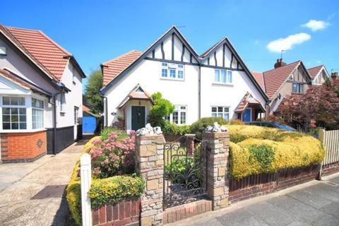 3 bedroom semi-detached house for sale - The Crossways, Heston, Hounslow, London, TW5 0JP