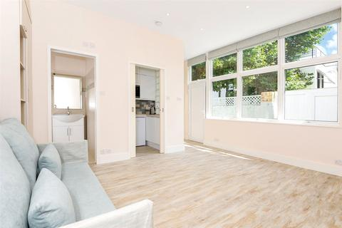 Studio to rent - Alderville Road, London