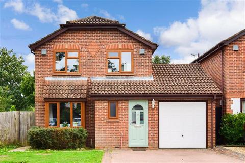 4 bedroom detached house for sale - Parkhurst Road, Horley, Surrey