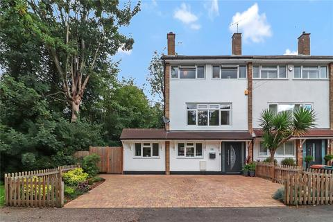 4 bedroom end of terrace house for sale - St Lawrence Close, Abbots Langley, Hertfordshire, WD5