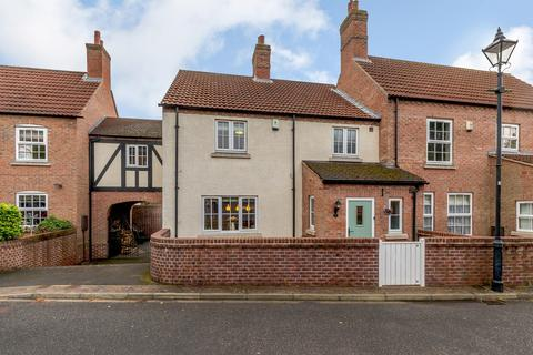 4 bedroom terraced house for sale - St. Stephens Mews, York, YO26 5LP