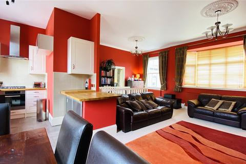 2 bedroom apartment for sale - The Maltings, Church Street, Staines-upon-Thames, Surrey, TW18