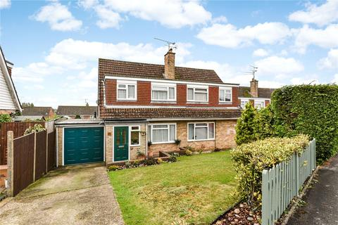 3 bedroom semi-detached house for sale - Greenfields Avenue, Alton, Hampshire