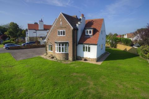 4 bedroom detached house to rent - The Oval, Guiseley, Leeds, LS20 8JZ