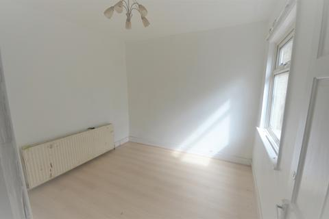 4 bedroom end of terrace house to rent - Ley street, Ilford IG1