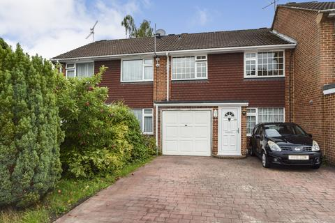 3 bedroom terraced house for sale - Highwood Close, Yateley