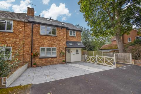 4 bedroom semi-detached house for sale - Pines Road, Chelmsford
