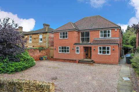 5 bedroom detached house for sale - Harlestone Road, Dallington
