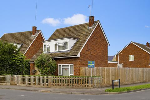 3 bedroom detached house for sale - Poplar Drive, Royston