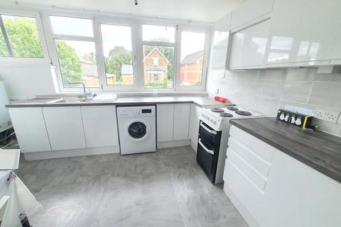 3 bedroom detached house to rent - Flooden Road, Camberwell, London, SE5 9LH