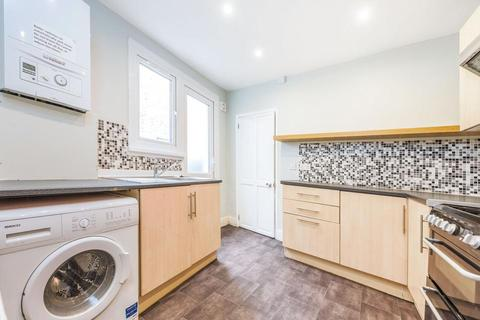 4 bedroom terraced house to rent - Moffat Road, London SW17