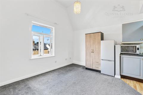 Studio to rent - Hencroft St South, Slough, SL1