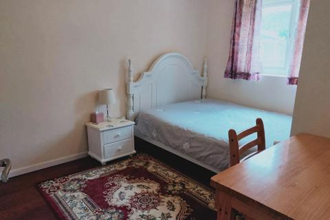 Studio to rent - ig10 3qz
