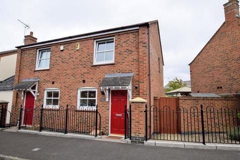 2 bedroom semi-detached house for sale - Kingsash Road, Aylesbury