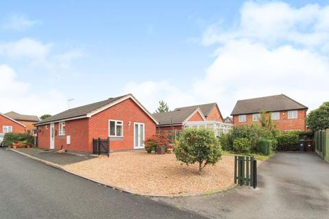 2 bedroom bungalow for sale - Abbey Wood Close, Leek, Staffordshire, ST13