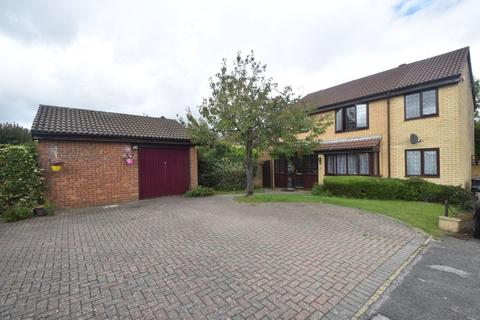 4 bedroom detached house for sale - Kirby Drive, Luton