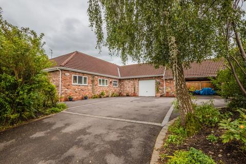 3 bedroom detached bungalow for sale - Willow Close, Poynton, Stockport, SK12